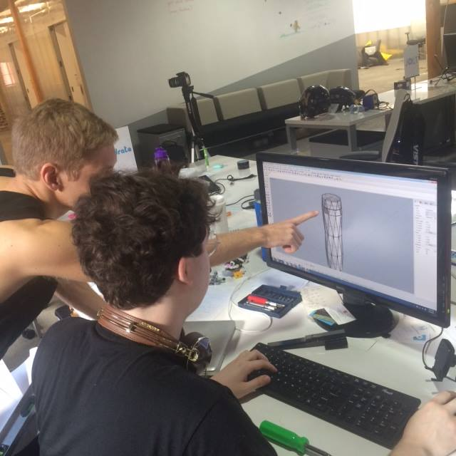 Hidrate team members use 3D modeling.
