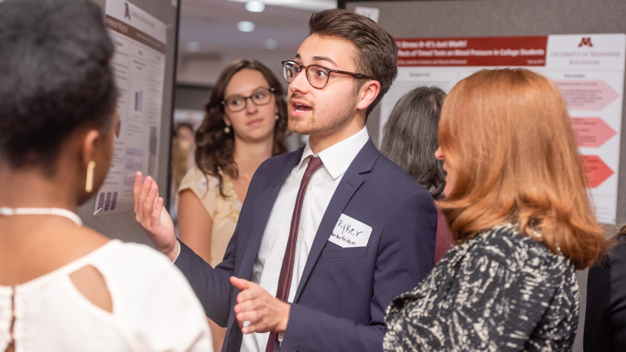 A student presents his research at a UMR poster fair