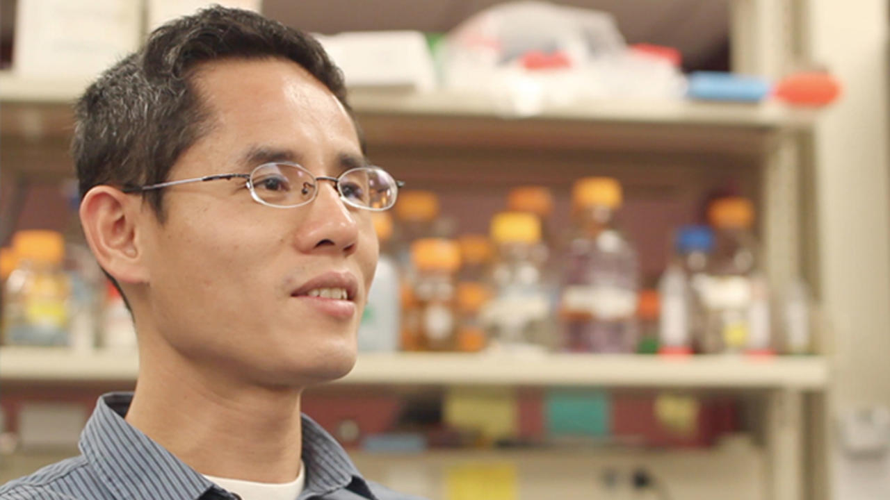 kechunzhang in his lab