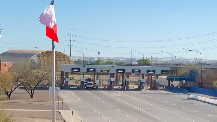 Border crossing checkpoint from Mexico to US